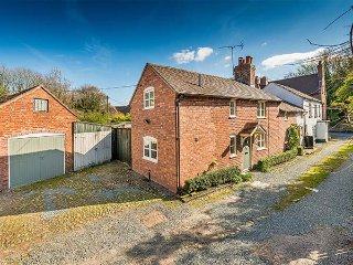 BORROWERS COTTAGE, woodburner, character features, country views, in Condover - Condover vacation rentals
