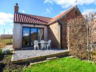 GATE COTTAGE, all ground floor, open plan living, hot tub, WiFi, private - Northallerton vacation rentals