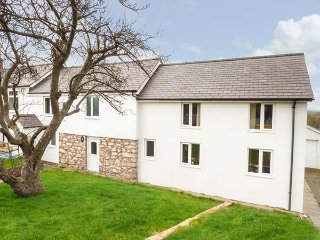 BRO FAIR, large semi-detached, private garden, WiFi, Sky TV, in Graigfechan - Ruthin vacation rentals