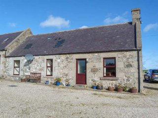 THE BOTHY, pet-friendly, open plan, country views, Cullen, Ref 952897 - Cullen vacation rentals