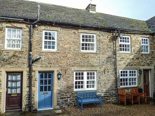 2 CROWN COURT, stone-built, character cottage, romantic bolthole, in Leyburn - Leyburn vacation rentals