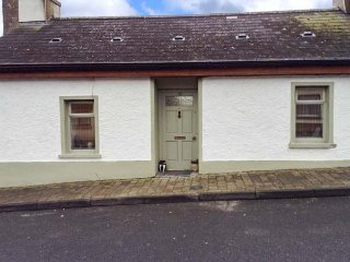 80 NEW STREET, terraced, woodburner, enclosed garden, nr Lismore, Ref 955120 - Lismore vacation rentals