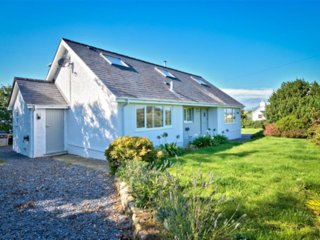Spacious 4 bedroom Bwlchtocyn Cottage with Internet Access - Bwlchtocyn vacation rentals