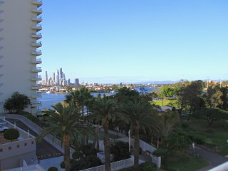 Location close Main Beach, Surfers; stunning rooftop views - Southport vacation rentals