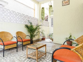 2. Trendy & large room , 3 beds , with private balcony , sleeps 3 - Bangalore vacation rentals