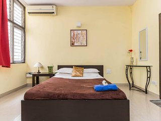 Trendy BNB super large Room, AC, TV , WIFI, Laundry, 24hr hot&cold water : 1-3 - Bangalore vacation rentals