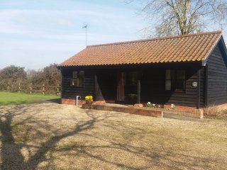 Lovely 1 bedroom Cabin in Framlingham with Outdoor Dining Area - Framlingham vacation rentals