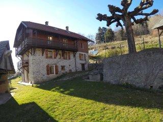 GITE SOUS LES TROIS PICS La passerelle - Isère, Belledonne, Prapoutel Les 7 Laux - Sainte-Agnes vacation rentals