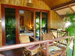 Bungalow Typique en bambou, jardin tropical zen, piscine/jacuzzi, plage 400m - Chaweng vacation rentals