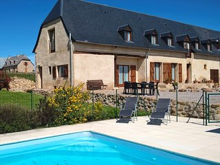 1 Bedroomed luxury apartment with pool & stunning mountain views. Sleeps up to 4 - Cieutat vacation rentals