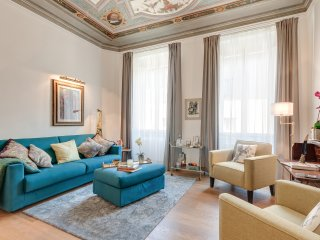 COLONNA - Elegant Apartment With Frescoed Ceilings - Florence vacation rentals