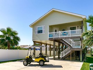 Papakeeko's Happy Ours: *FREE GOLF CART, Close to Beach, Pool, Pets - Port Aransas vacation rentals