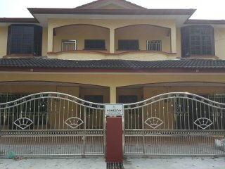 Bright 4 bedroom House in Simpang - Simpang vacation rentals