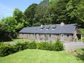 Spacious Cottage with Internet Access and Television - Llanelltyd vacation rentals
