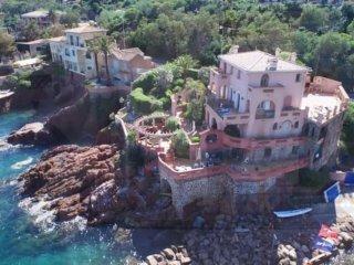 [569la] Appartement-duplex 7 pièces dans villa - Le Trayas vacation rentals