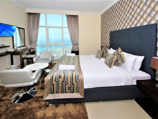 Exquisite 3 Bedroom right on the water and beach - Jumeirah Lake Towers vacation rentals
