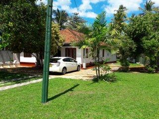 Bright 5 bedroom House in Dodanduwa - Dodanduwa vacation rentals