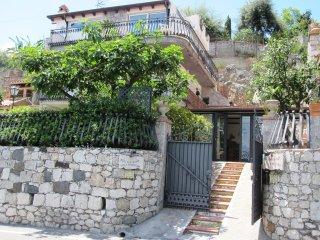 B&B Villa Schiticchiu a Taormina zona Spisone Mazzarò Isolabella 50 mt dal mare - Spisone vacation rentals