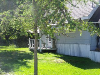 One cottage for weekly rental in the hamlet of SouthBaymouth by the ferry - Southbay Mouth vacation rentals