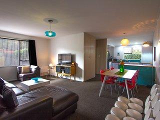 Bright 2 bedroom Dunedin Apartment with Internet Access - Dunedin vacation rentals