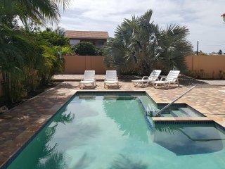 Cas di Sono Bonita - 2 Bedroom Pool Home - Noord vacation rentals