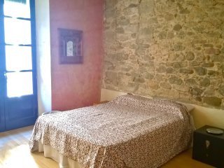 Charming flat close to the Cathedral - Girona vacation rentals