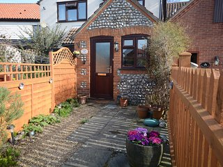 Lovely Cottage with Washing Machine and Television - West Runton vacation rentals