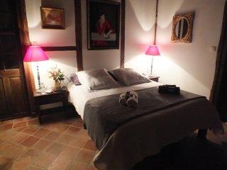LE COUVENT - Chambre LA LISEUSE - Coudures vacation rentals
