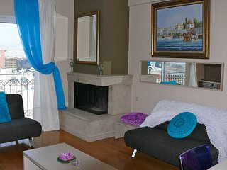 Luxury 2 Bdrm Apt with Sea View in Athens for 7ppl - Piraeus vacation rentals
