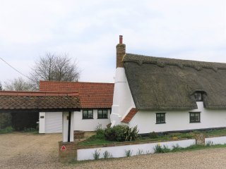 Cosy Cottage, 6 The Green, Bury St Edmunds - Flempton vacation rentals