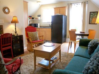 Downtown Santa Cruz~ 2 Bedroom Victorian Apartment - Santa Cruz vacation rentals