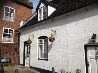 2 bed Character Cottage with parking, historic Cartway, Bridnorth, Shropshire - Bridgnorth vacation rentals