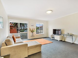 2 bedroom Apartment with DVD Player in Clovelly - Clovelly vacation rentals