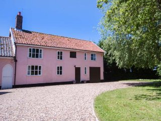 ST MICHAEL'S COTTAGE, wooden beams, woodburning stove, in rural location in - Bungay vacation rentals