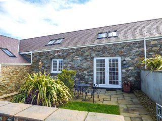 Y WYLAN, stone-built, all ground floor, WiFi, enclosed garden, ideal for a - Holyhead vacation rentals