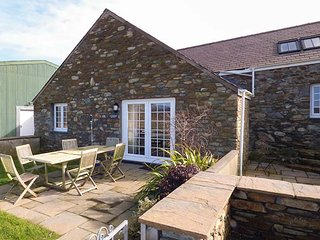 Y BARCUD, stone-built, WiFi, pet-friendly, enclosed garden, mountain views - Holyhead vacation rentals