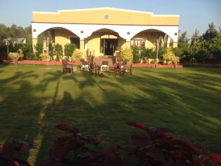 Beautiful 2 bedroom Hyderabad Guest house with Shared Outdoor Pool - Hyderabad vacation rentals