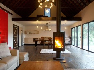 Beautiful Guest house with Deck and Washing Machine - Huonville vacation rentals