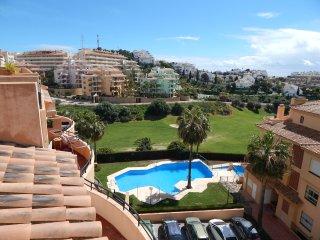 Flores Del Golf duplex 3 bed apartment with golf and sea views - La Cala de Mijas vacation rentals