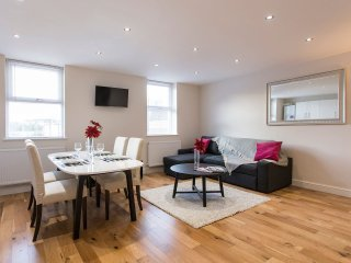 Executive 2Bed Flat - Notting Hill - London vacation rentals