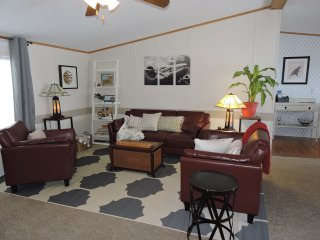 Knoll Top - a little bit of home on the lakes - Aurora vacation rentals