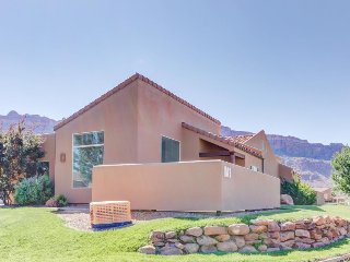 Comfy townhome w/ shared seasonal hot tub & pool, spectacular mountain views! - Moab vacation rentals