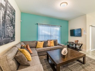 New 4 Bedroom 3 Bath Luxury Town Home with Pool. 3148PP - Alturas vacation rentals