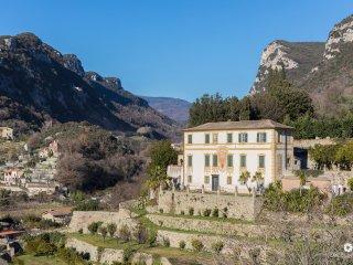 Villa Gallesio - Appartamento in Antica Villa con Vista sul Castel Govone - Finalborgo vacation rentals
