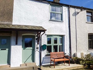 CARTMEL COTTAGE, terraced, woodburner, private patio, in Cark, Ref. 936625 - Cark vacation rentals