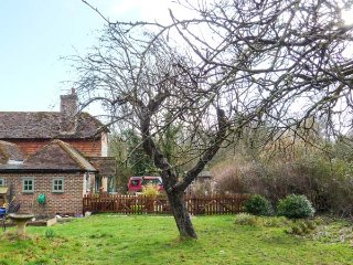 GODRICS HOLLOW, character, rural setting, three bedrooms, woodburner and open - Wisborough Green vacation rentals