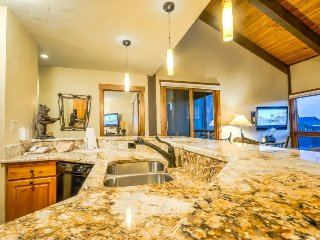 Top Floor With Vaulted Ceilings, Beautifully Remodeled, Steps To Ski - Steamboat Springs vacation rentals
