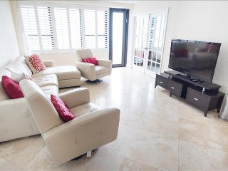 Ocean View Stunner! Two Bedroom with Balcony 1AX2ADZF - Miami vacation rentals