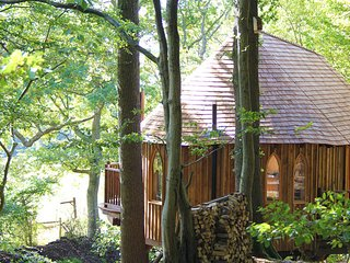 Perfect 2 bedroom Mayfield Tree house with Deck - Mayfield vacation rentals