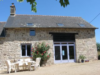 Country Cottage in quiet rural setting, town nearby, beaches 30 mins - Le Ferre vacation rentals